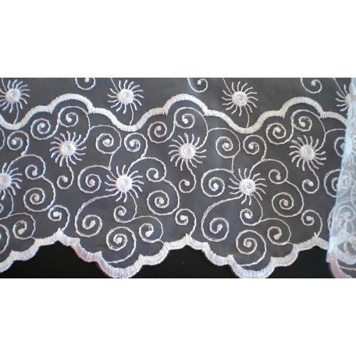 Záclona organza s výšivkou Sluníčka 120 bílá