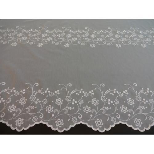 Bílá voálová záclona s bordurou Kytičky 31019
