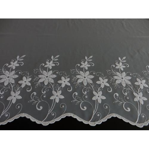 Vyšívaná záclona s bordurou 2913/175 bílá