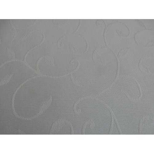 Luxusní ubrusovina s motivem lístků Manteleria bílá